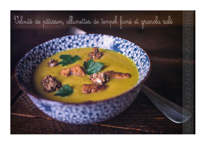 Velouté de pâtisson, tempeh fumé et granola salé fève tonka